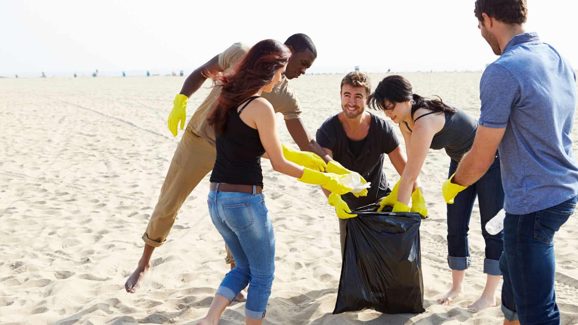 how to organize a beach clean up