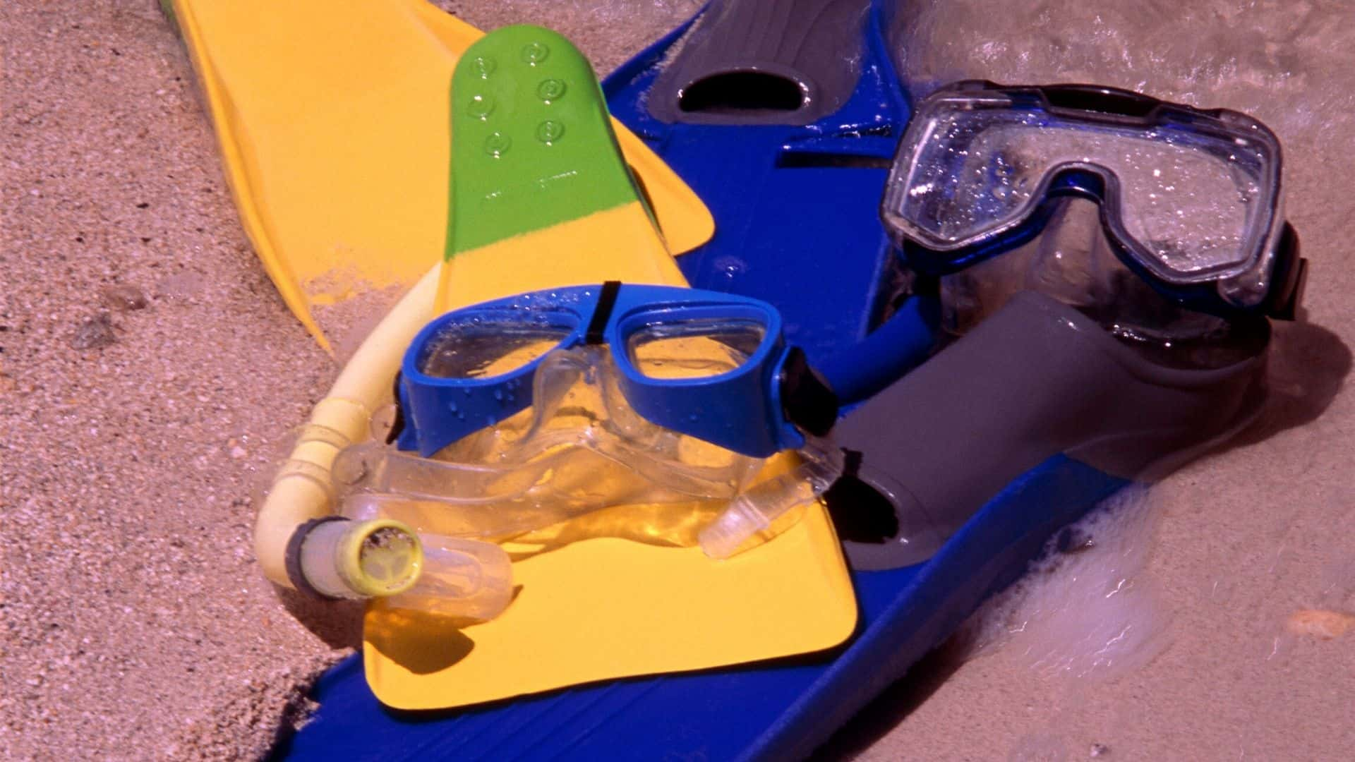 how to clean snorkel gear