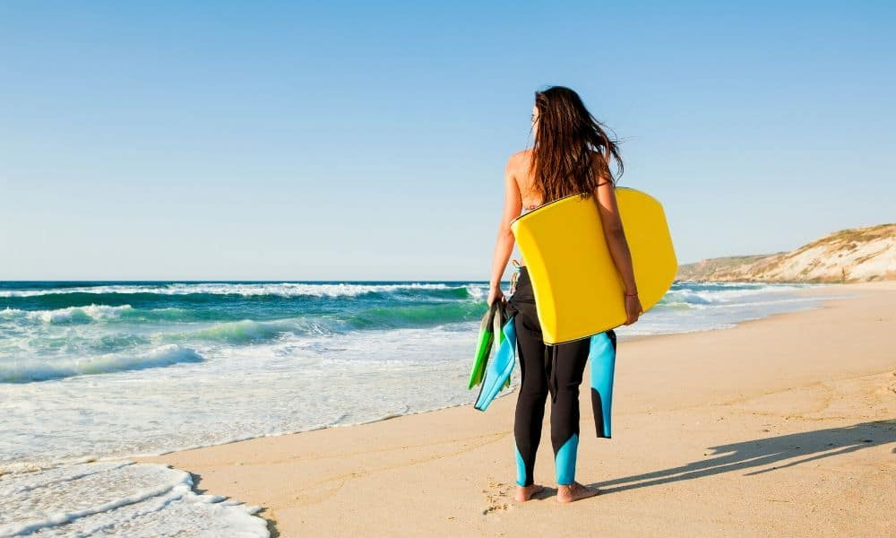 woman preparing to bodyboard